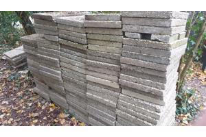 GRATIS AFHALEN: 118 betontegels (60x40)