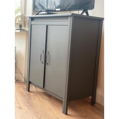 Grijze kast / tv meubel, in goede staat