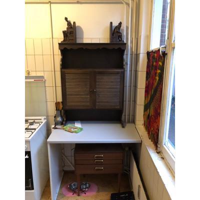 Tafels, stoelen en kasten