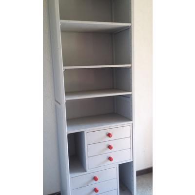boekenkast met lades en kabinetkast