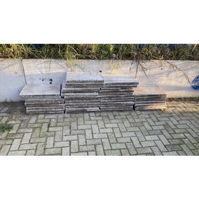 Grind tegels af te halen in Amsterdam Noord