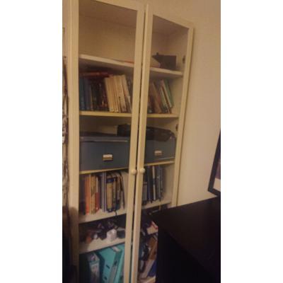 Witte boekenkast met vitrine deuren (billy Ikea)