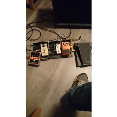 Verschillende gitaar effecten en looper te koop aangeboden.