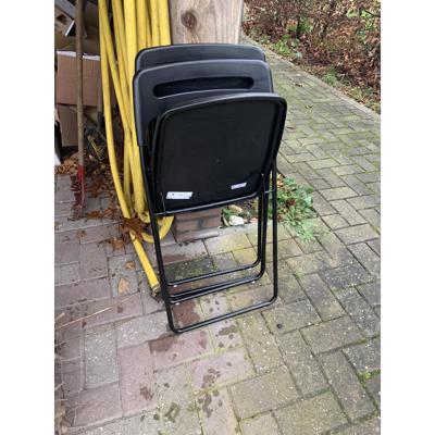 2 zwarte ikea plastic stoelen