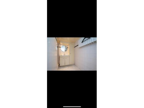 Badkamer (badkamermeubel, set kast, spiegel & douche + bak)