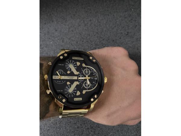 Nieuwe diesel horloge ophalen of verzenden