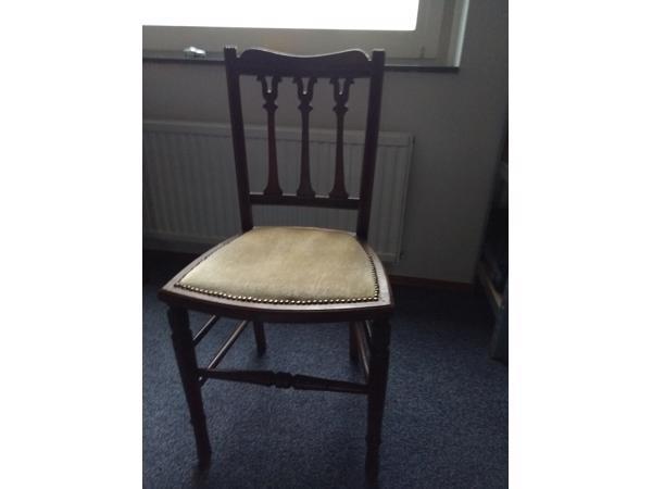 Leuk houten stoeltje