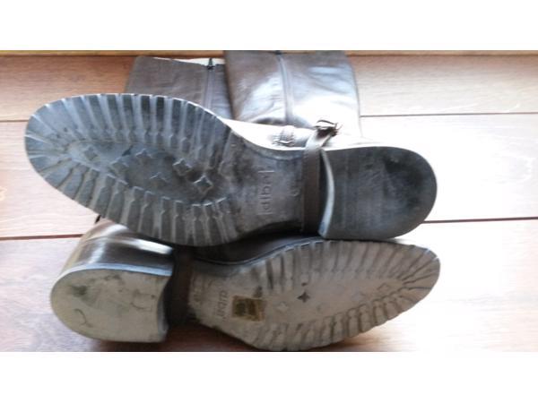 Mooie nauwelijks gedragen hoge bruine leren laarzen maat 40