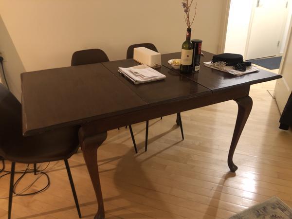 Prachtige tafel zsm in Amsterdam oud-west