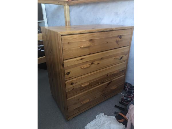 Bruine houten kast te koop