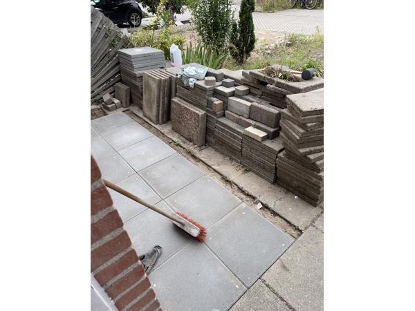Stenen ophalen in Schiedam. Worden vervangen.