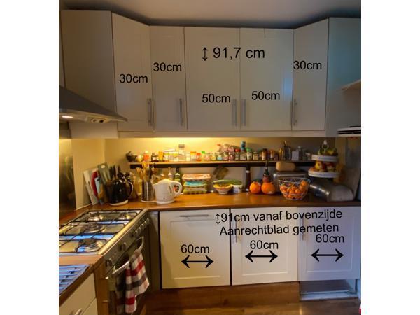 Keukenkastjes met aanrechtblad verlichting en stopcontact