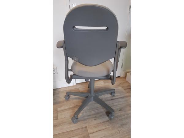 Grijze bureaustoel