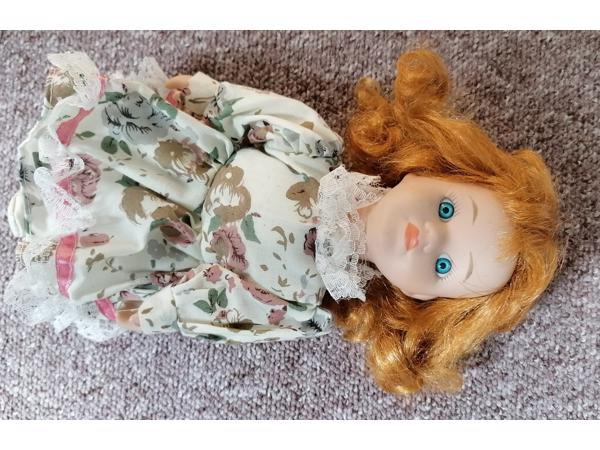 2 porseleinen poppen meisjes