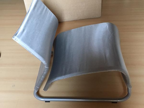 Zilverkleurige stoel