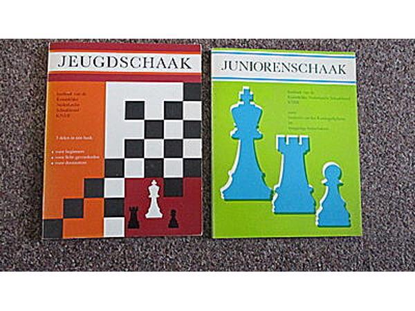 schaakboeken  voor een stuk chocolade