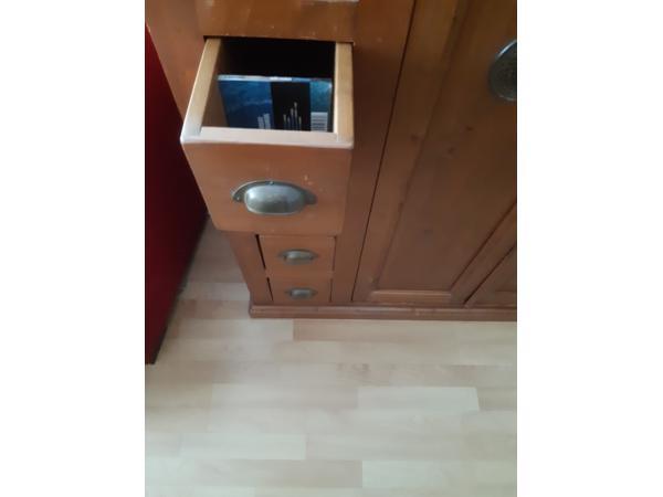 Audio-/TV-kast (Geloogd grenen)