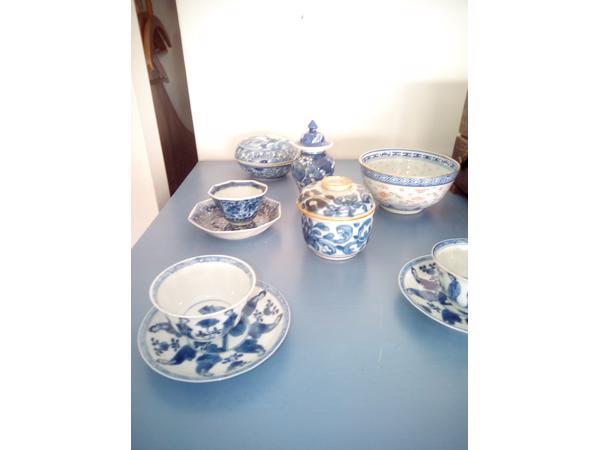 Antieke Chinese kopjes en bakjes