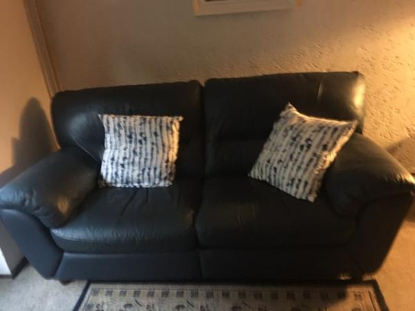 2- en 3-zitbank van blauw imitatieleer