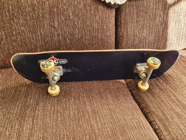 Skateboard (paar krasjes)
