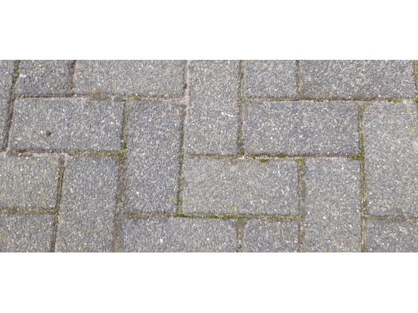 Grijze betonklinkers circa 45m2 gratis